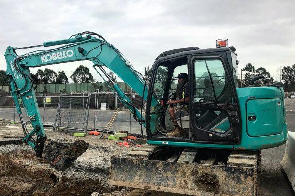 Sk80 bucket digging